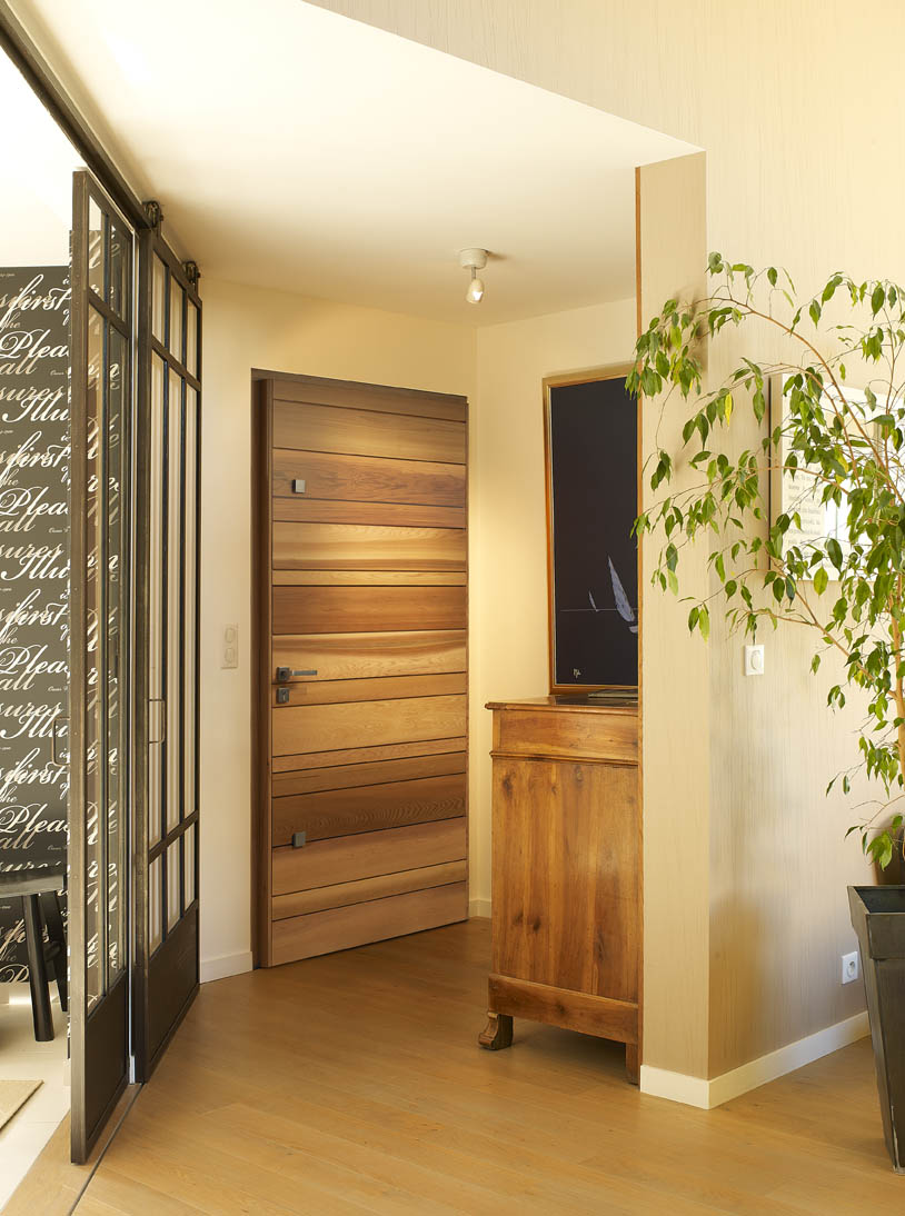portes d entr e en bois moine menuiserie. Black Bedroom Furniture Sets. Home Design Ideas