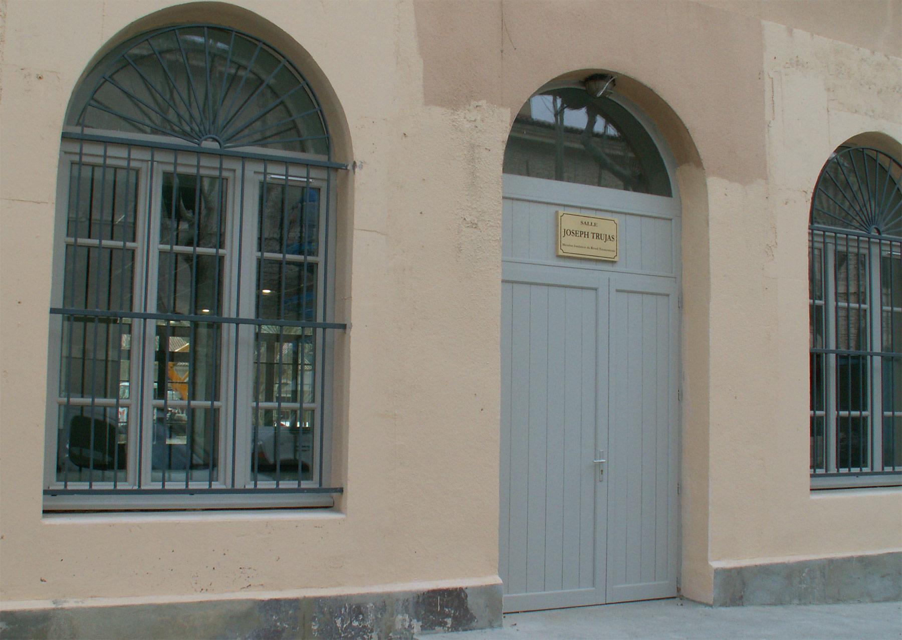 Fen tre portes fen tre bois moine menuiserie for Porte fenetre bois exotique