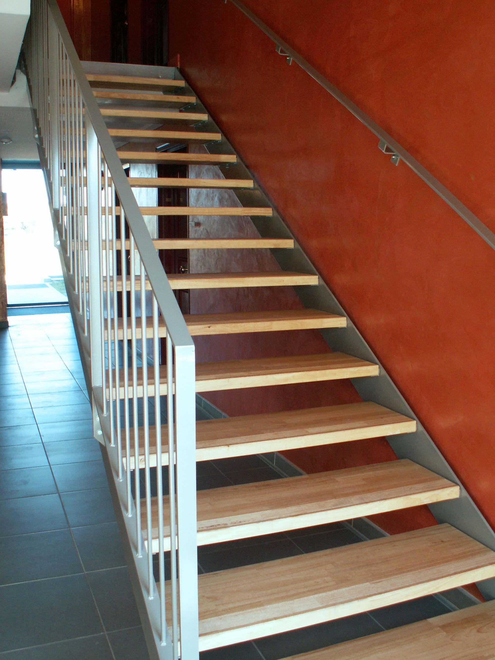"""Escalier bois et métal """"Les Terrasses de Monteux"""""""
