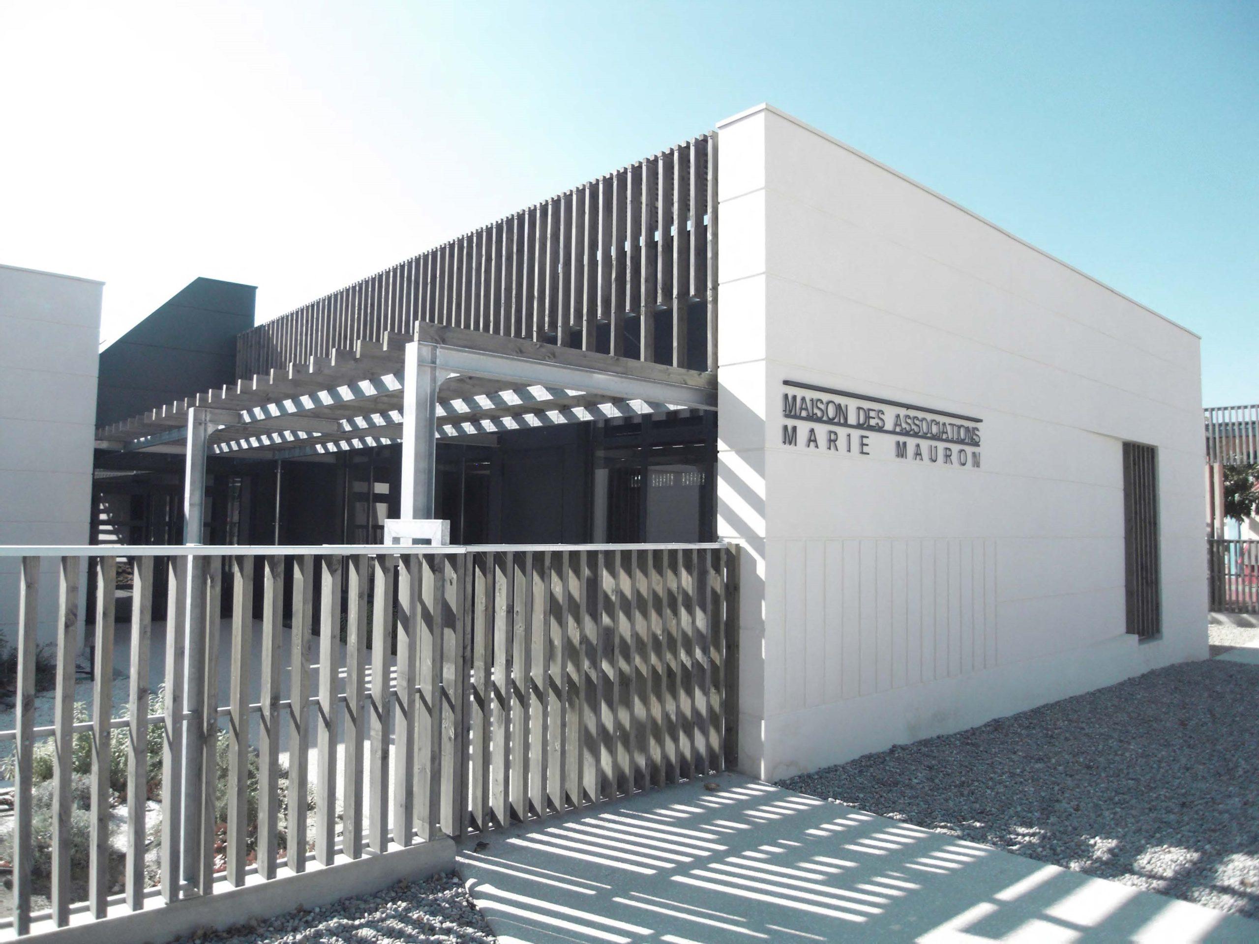 Maison des Associations Fontvieille Brise Soleil et Pergola en Bois et Metal galvanise